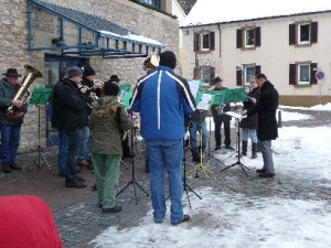 Aktive Kapelle beim Adventspielen auf dem Rathausplatz in Talheim Foto: Kerstin Faißt