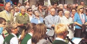 Der Musikverein Talheim begleitete die 500 Menschen aus der Seelsorgeeinheit, bevor sie vom Postplatz zur Kirche St. Paulus zogen. Foto: Andreas Veigel